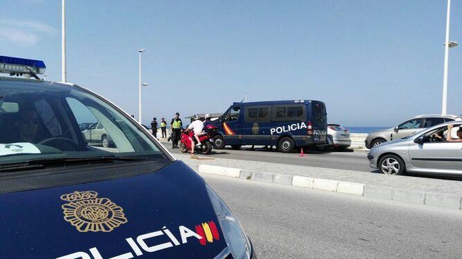 Un control de la Policía Nacional en el paseo de Levante.