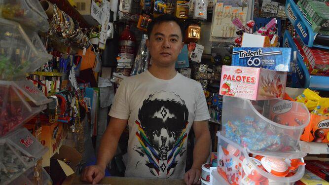 Un dependiente chino de una tienda de Algeciras.