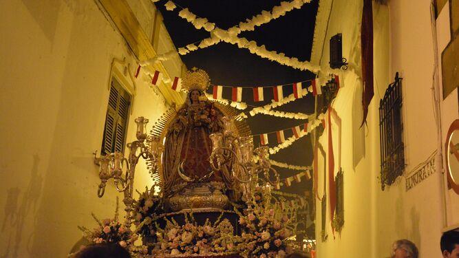 Un instante de la procesión de Santa María Coronada.