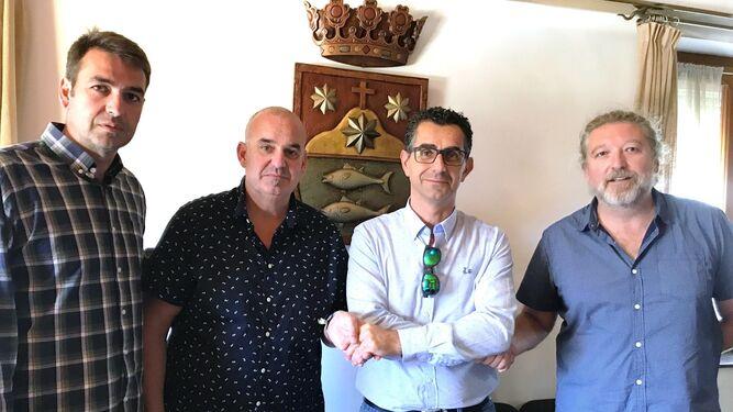 El alcalde de Barbate, Miguel Molina (segundo por la derecha), cuando selló semanas atrás su incorporación a la nueva formación política AxSí.