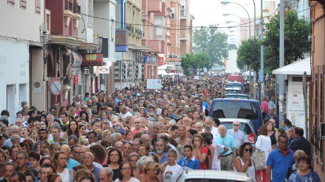 La marcha cubre toda la calle Clavel.