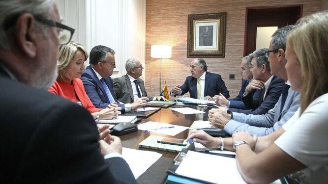 Reunión de trabajo celebrada ayer por el Ayuntamiento de Algeciras y la Junta de Andalucía.