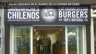 """San Wich es un establecimiento que hay en la calle Velázquez de Cádiz especializado en cocina chilena. Ahora incorporan a su oferta lo que se conoce en este país como """"ollas"""" que sería el equivalente a nuestros guisos de cuchara. Diariamente tendrán 5 guisos diferentes, cuatro fijos y un quinto que variará cada jornada. Entre los fijos están el charquicán, un guiso de patatas, calabaza, zanahoria, judías verdes y carne picada o los porotos granados, un guiso de habichuelas que lleva verduras y maíz. También tendrán un pastel de carne y maíz y la carboná, una sopa de verduras con carne picada. Ya cuentan con otras especialidades de la zona como los ceviches o varios tipos de bocacillos que, curiosamente, elaboran con molletes de la Sierra de Cádiz."""
