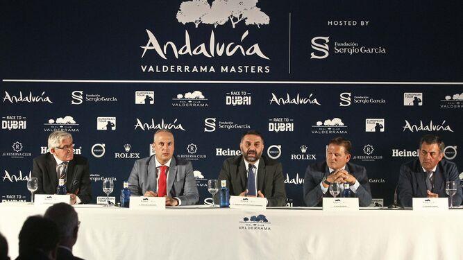 Gonzaga Escauriaza, Juan Carlos Ruiz Boix, Francisco Javier Fernández, Javier Reviriego y José María Zamora, ayer durante la presentación del Andalucía Valderrama Masters.