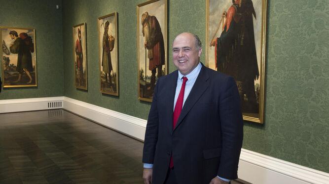 Mark A. Roglán ante los 'zurbaranes'.
