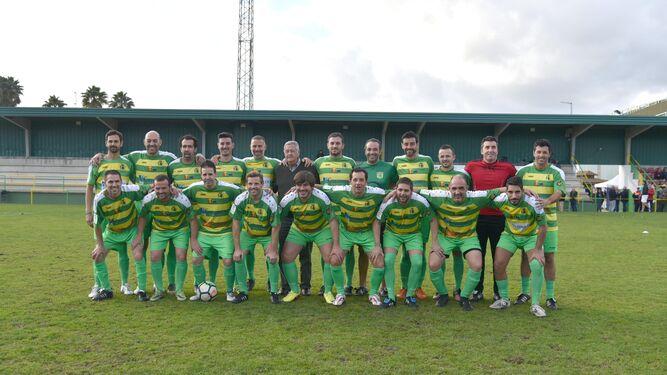 El equipo de antiguos jugadores de la UD Los Barrios.