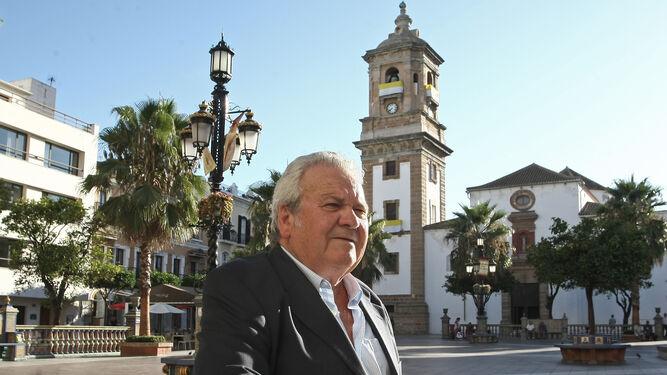 Antonio Madreles posa en la Plaza Alta de Algeciras.