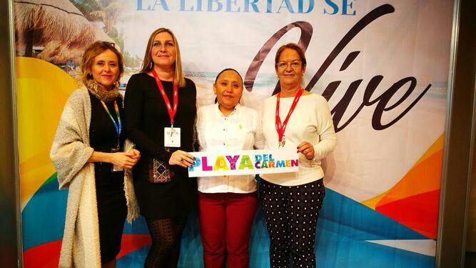 La delegación algecireña y la de Playa del Carmen, tras la reunión de trabajo en la que se planteó el hermanamiento.