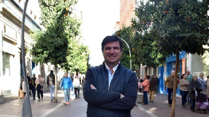 Manuel Barberá en la céntrica calle Ancha de Algeciras.
