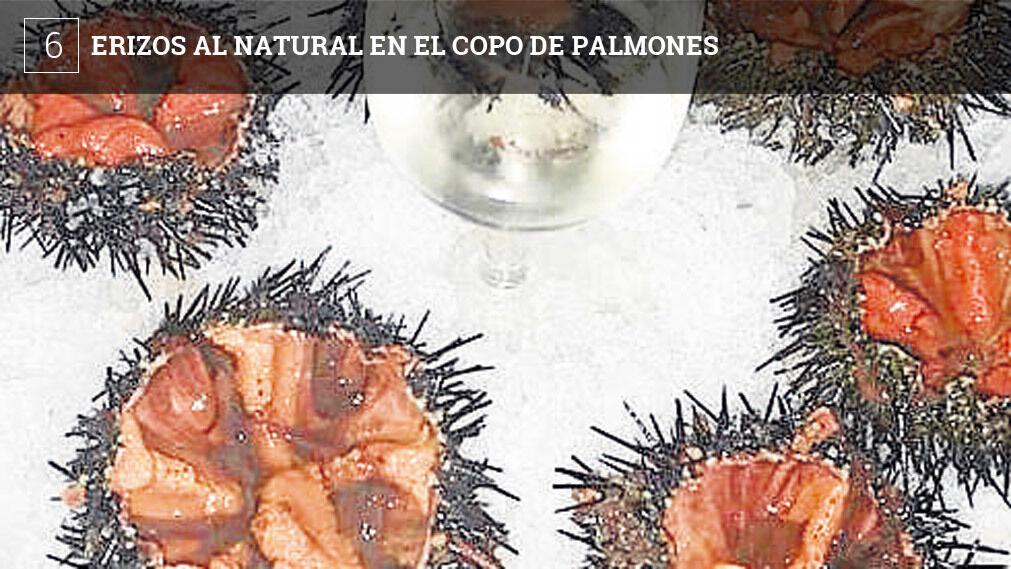 Los compran en el mercado de Algeciras y se sirven por unidades, sobre un lecho de hielo y acompañados al centro por una copa de manzanilla por si alguien quiere rociarlos con unas gotitas. La unidad sale a dos euros.