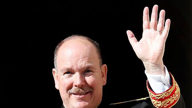Alberto saluda desde el balcón de palacio el Día Nacional de Mónaco, el pasado 19 de noviembre.