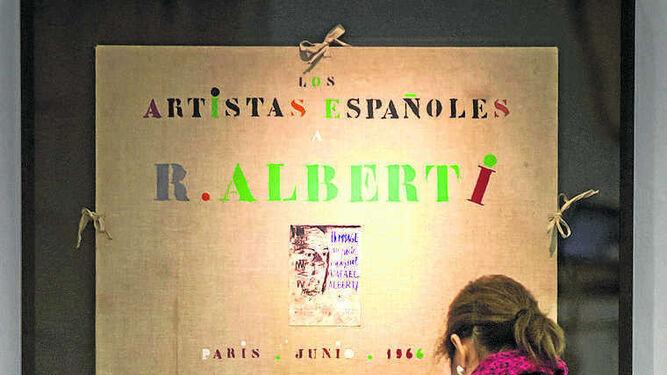 La carpeta que se le entregó a Rafael Alberti en 1966 en París.