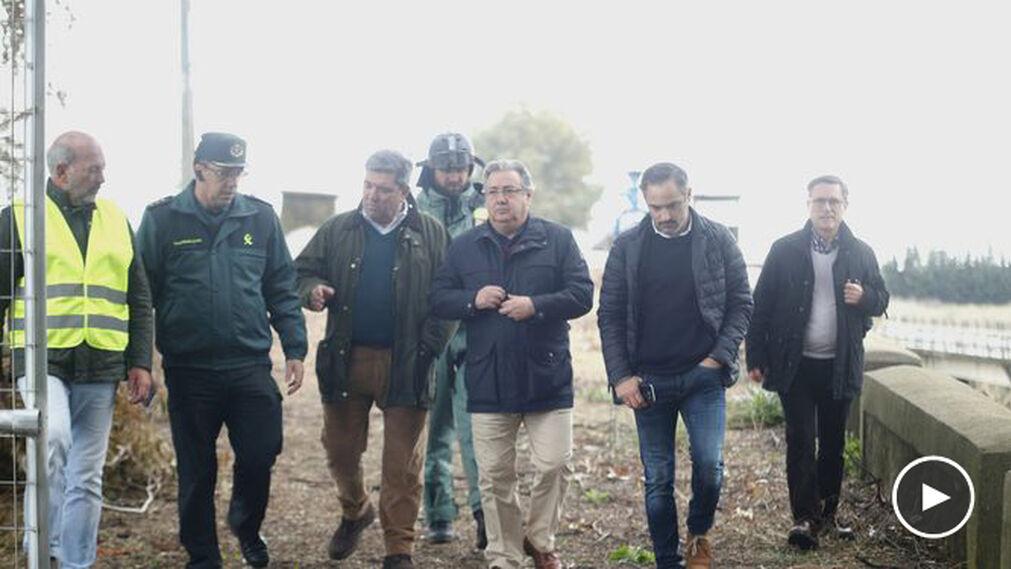 El ministro del Interior, Juan Ignacio Zoido, en la zona de búsqueda.
