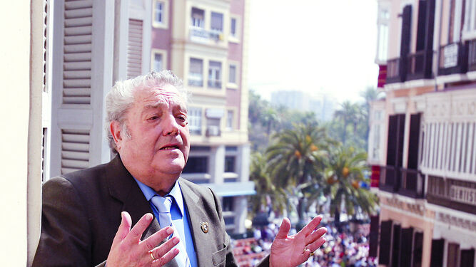 Antonio de Canillas improvisa una saeta en Semana Santa.