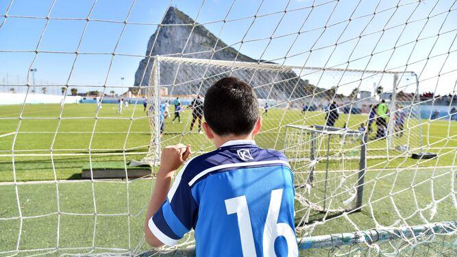La Línea y Marruecos unen las dos orillas del Estrecho con el fútbol base