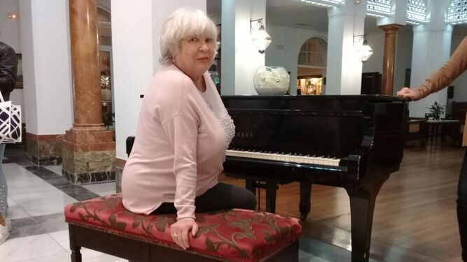 Aída Power, ayer en un piano del hotel Reina Cristina.