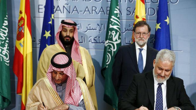 El presidente de Navantia, (derecha), durante la firma del acuerdo el jueves.