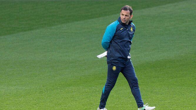 Javier Calleja, entrenador del Villarreal, en plena sesión.