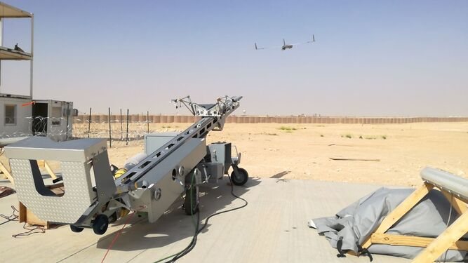 Lanzamiento de un 'Scaneagle' hacia el cielo de Irak, en la operación 'Ineherent Resolve'.