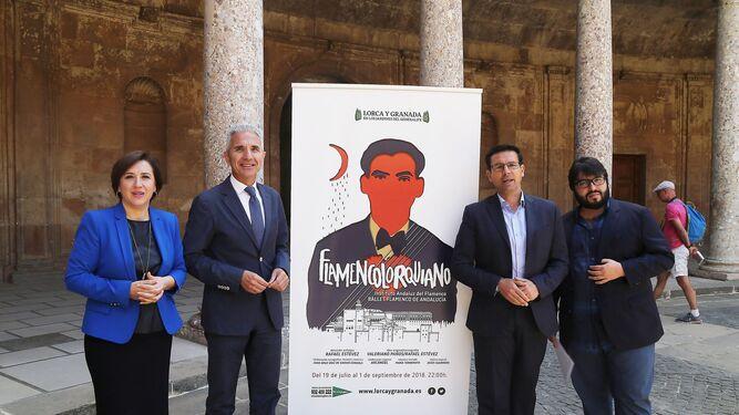 El consejero de Cultura (arriba) visitó ayer la Alhambra para presentar la obra.