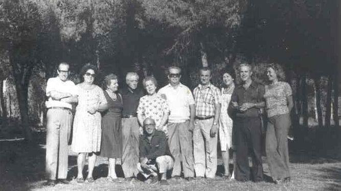 Antonio y sus hermanos y hermanas, con sus cónyuges, en 1960 en Cádiz.