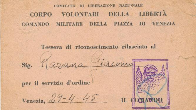 Tarjeta de Antonio como partisano, con su identidad italiana.