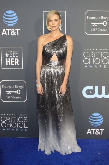<p>Charlize Theron, de Givenchy.</p>