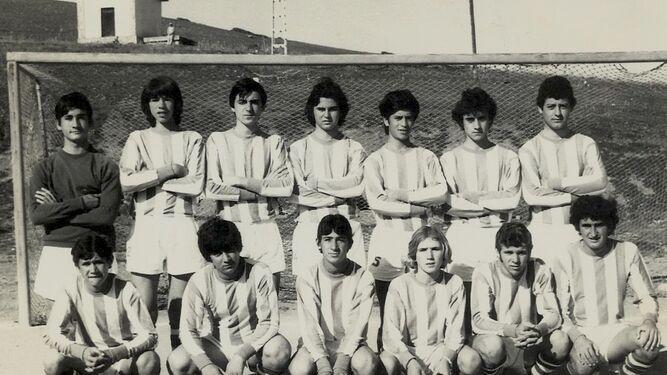 Martiñán, señalado con una flecha, con el equipo de La Palma de Algeciras.