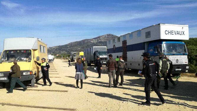 Una actuación policial en contra de la acampada ilegal en Tarifa.