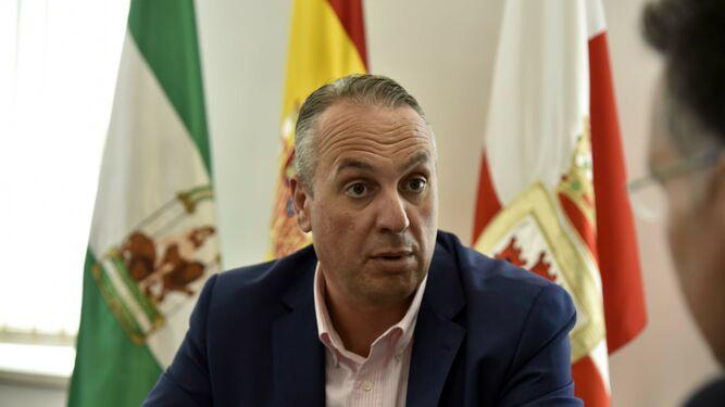 Ruiz Boix, durante la entrevista, celebrada en su despacho.