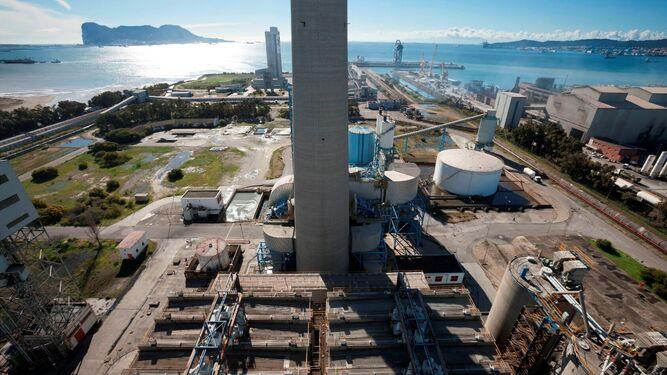 La central térmica de Los Barrios, que anunció su cierre en junio.