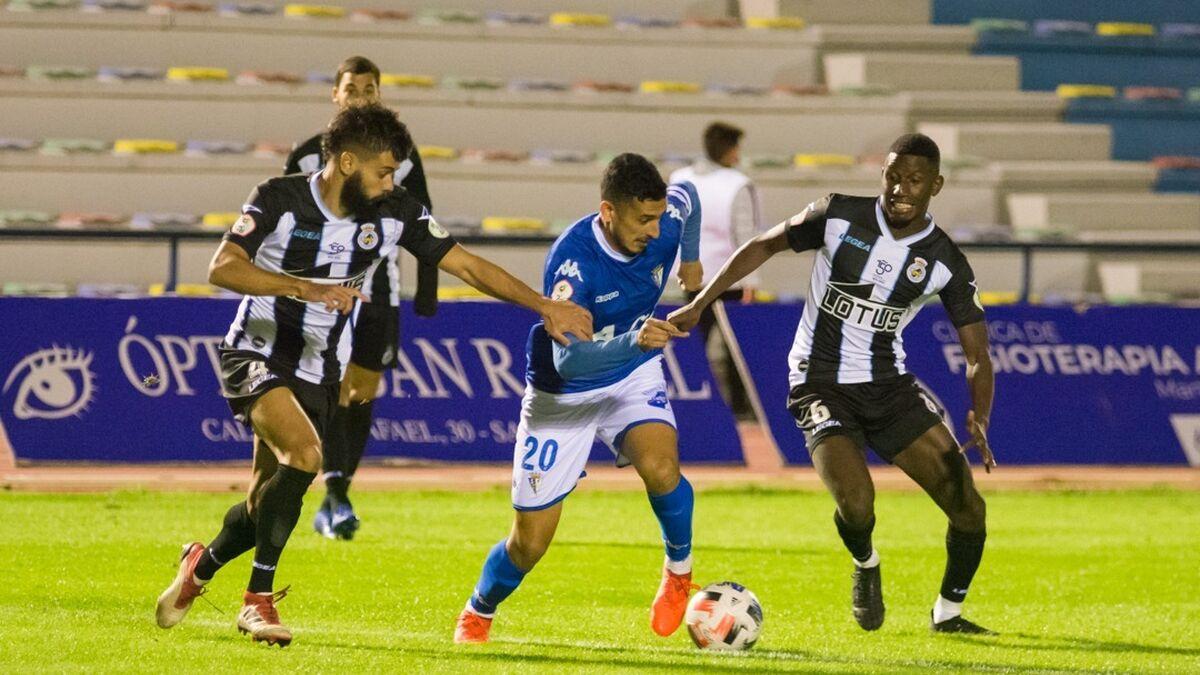 El Balona-San Fernando se juega... en tres campos