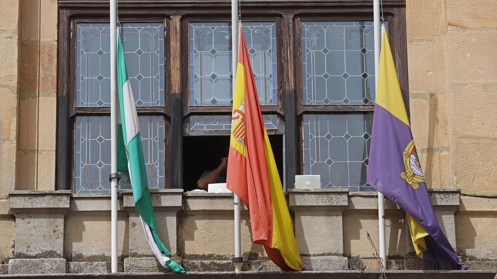 Fotos del minuto de silencio por el agente de Aduanas José Luis Domínguez Iborra en Algeciras