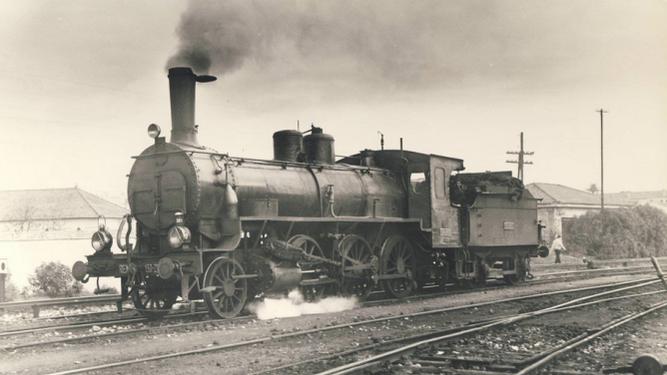 Una locomotora, a su paso por Algeciras.